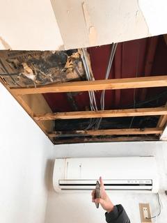 天井に空いた穴